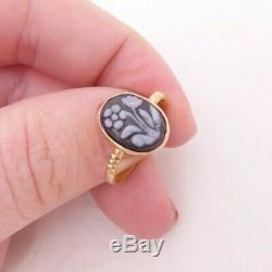 18ct gold Victorian carved hardstone (forget me not) flower ring 750