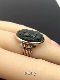 Antique Bloodstone 14K Gold Ring Carved Warrior Intaglio Victorian Era