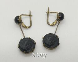VICTORIAN MOURNING EARRINGS WITH CAMEOS. CARVED JET AND GILDED METAL. 19th CENT