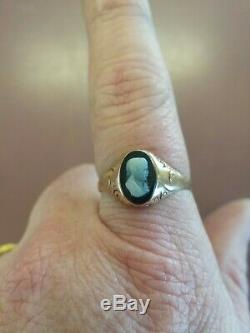 Victorian 14K Gold Black & White Onyx Carved Cameo Ring Size 8.5