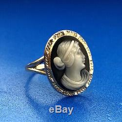 Victorian Edwardian 10K Yellow Gold Oval Black White Onyx Carved Cameo Ring
